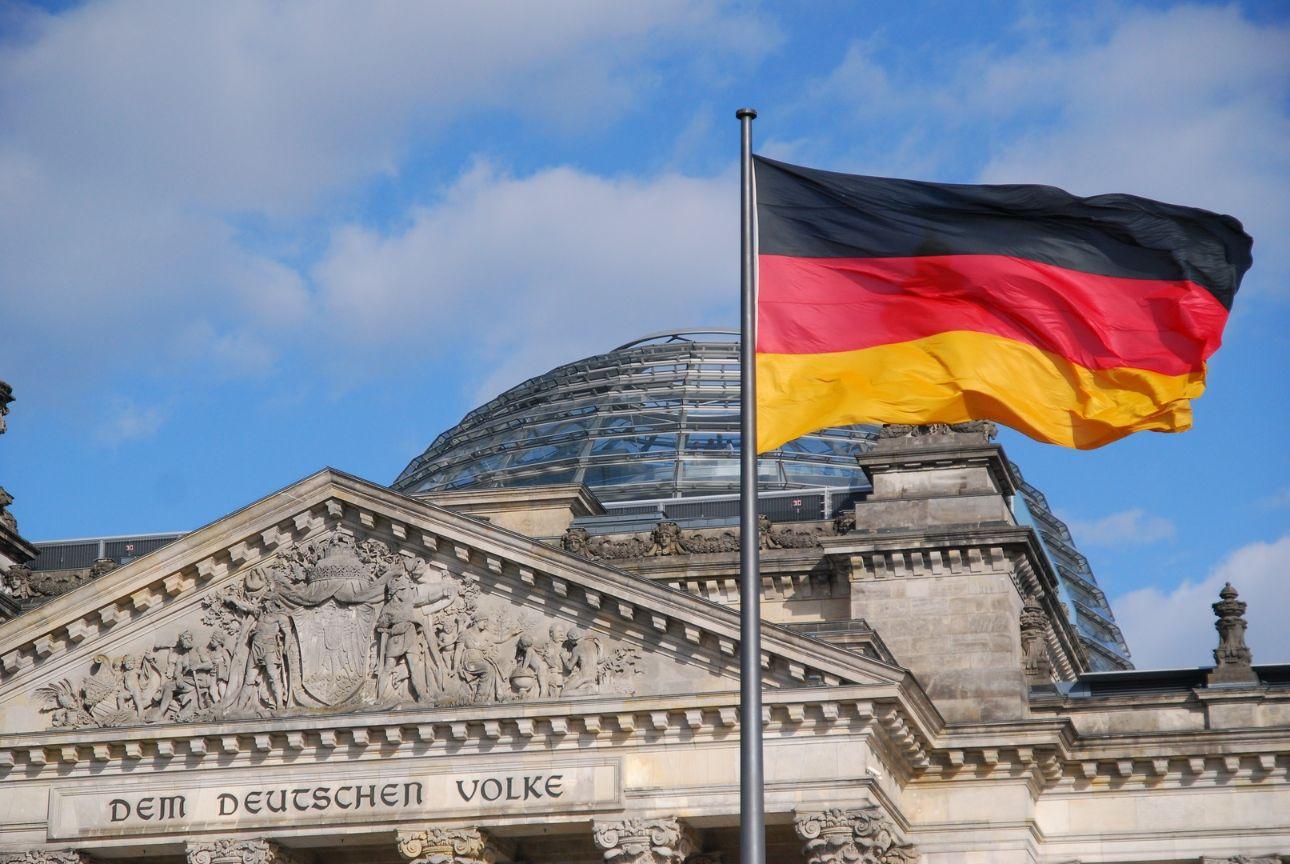 SME SHIPPING บริการ ส่งของไปเยอรมัน ส่งพัสดุไปเยอรมัน เราทำให้การส่งของเป็นเรื่องง่ายแค่ปลายนิ้ว ส่งของจากไทยไปเยอรมัน อัตราค่าส่งของไปเยอรมัน ค่าส่งของไปเยอรมัน อัตราค่าส่งพัสดุไปเยอรมัน ค่าส่งพัสดุไปเยอรมัน ค่าส่งไปรษณีย์ไปเยอรมัน ส่ง EMS ไปเยอรมัน ส่งของไปเยอรมันทางเครื่องบิน ส่งของไปเยอรมันทางเรือ ส่งของทางเรือไปเยอรมัน วิธีส่งของไปเยอรมัน ส่งจดหมายไปเยอรมัน ส่งเอกสารไปเยอรมัน ส่งอาหารไปเยอรมัน